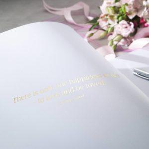 Gästebuch Innenansicht Schriftzug