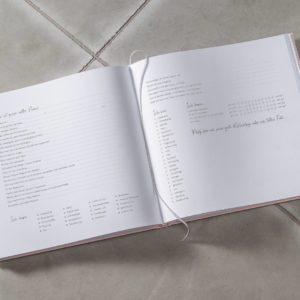 Gästebuch Innenansicht mit Fragen