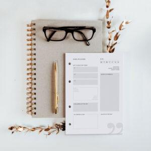 Daily Planner Modul auf sandfarbenem Notizbuch