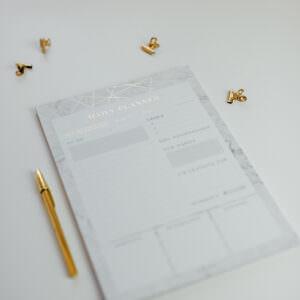 Daily Planner Marble mit goldenem Kuli und Foldback Klammern