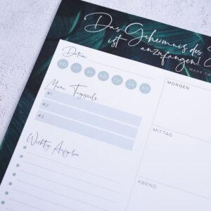 Block A4 Greenery Details mit Datum Tageszielen und wichtigen Aufgaben