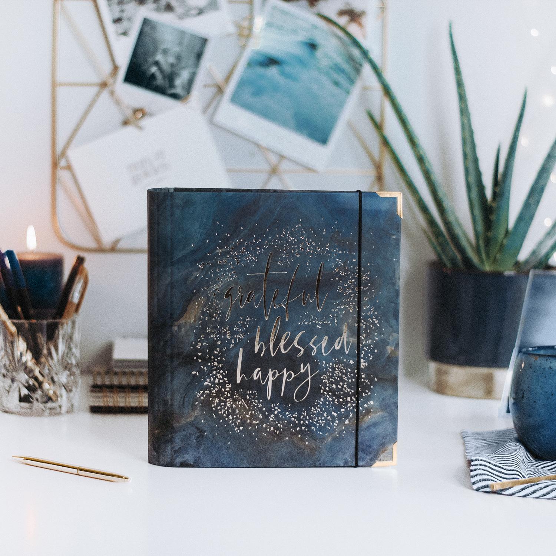 Ringbuch Midnight mit blau-grauen Dekoelementen