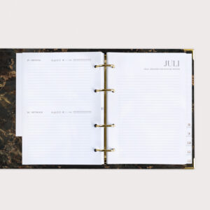 Jahresplaner mit Monatsübersicht und Tagesplanung