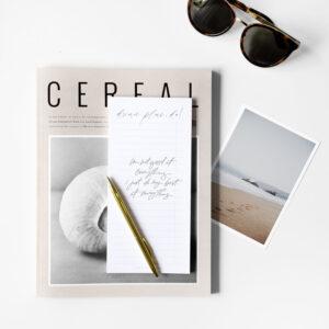 Block Dream Plan Do und goldener Kugelschreiber auf Lifestylemagazin