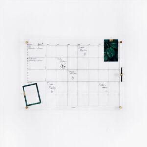 Acrylboard Monatsplaner beschriftet