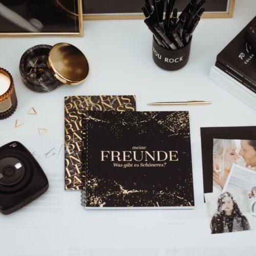 Freundebuch Black mit schwarzen Accessoires