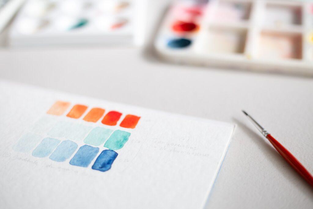 Papier mit unterschiedliche gemischten Aquarellfarben